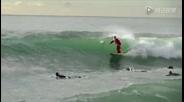 看圣诞老人滑水:顺浪踏板疾驰 单桨在手弄潮