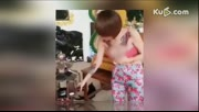 泰国女孩穿着暴露进寺庙拜佛 被网友责骂