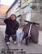 视频: 小矮人送快递,笑死人了