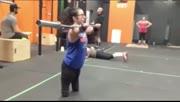 四肢残缺女子顽强健身让人敬佩