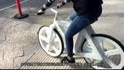 纸糊的自行车 不怕雨淋也不用充气 还特别好用