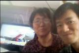 我和妈妈同C919大飞机合影