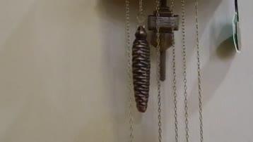 玩跷跷板的德国机械布谷鸟报时挂钟