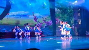 童舞《水中精灵》由中国舞6级B班表演