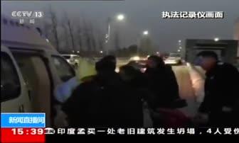 2月25日 15点新闻 安徽 关注春运:旅客突发急症 车站内外联手救治