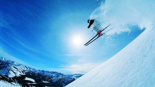 滑雪乐趣多 安全要重视