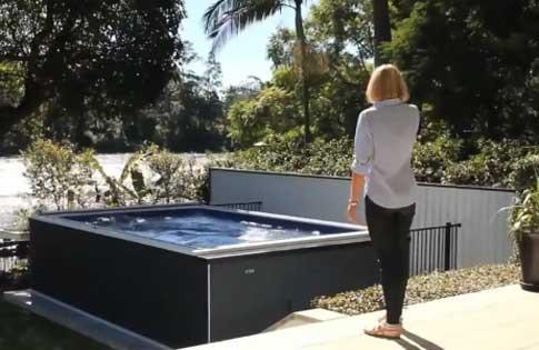 一张床大小 永远游不到头的泳池 你信吗?