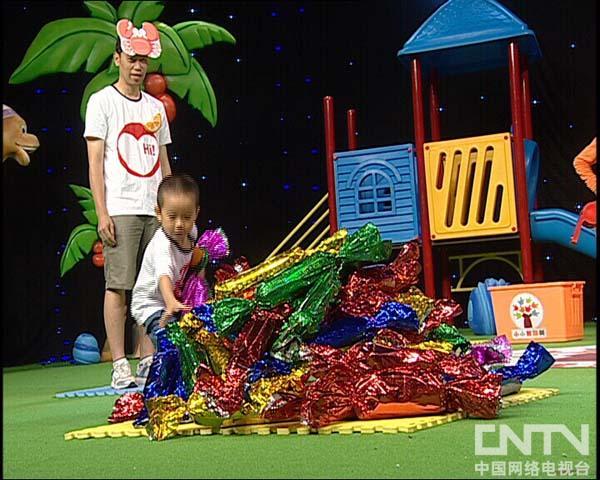 西瓜桔子做游戏小螃蟹运糖果