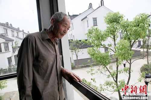 """中国官方:一户农民限一处宅基地不得强迫农民""""上楼"""""""