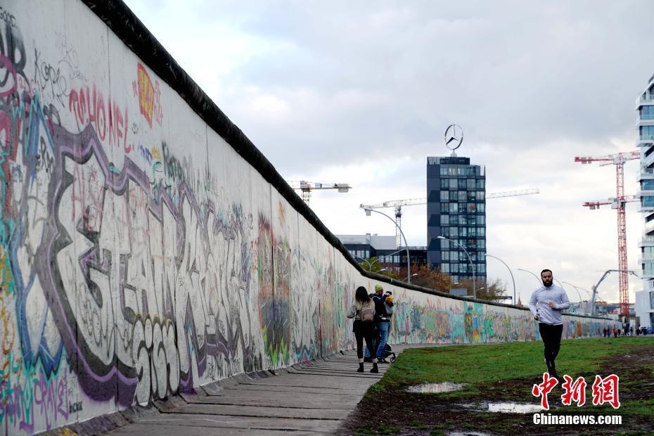 德国举行纪念柏林墙倒塌30周年主题展览
