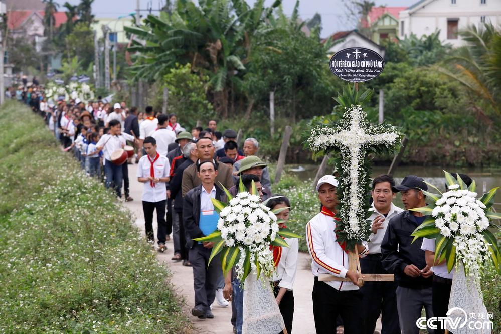 英国货车惨案全部遇难者遗体和骨灰运回越南