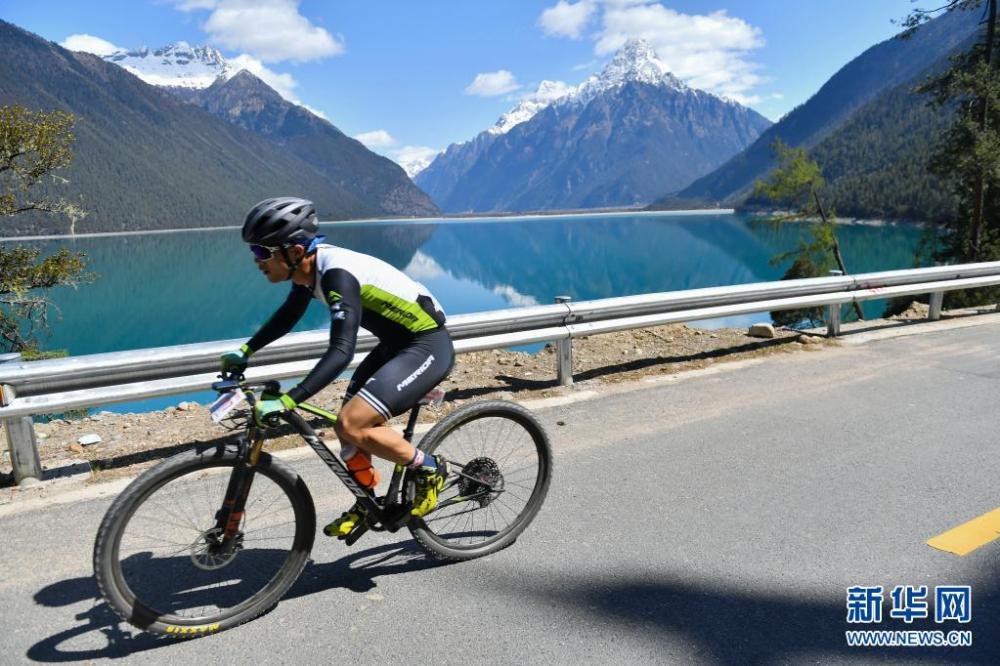 中国海拔最高环湖自行车赛在西藏巴松措开赛插图(5)
