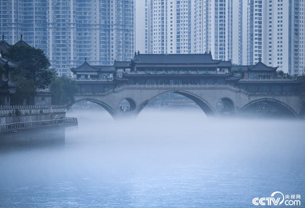 成都:雨后锦江雾气缭绕仿若仙境插图