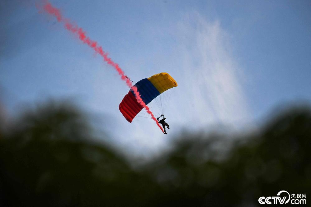 委内瑞拉举行阅兵仪式庆祝独立日插图(3)