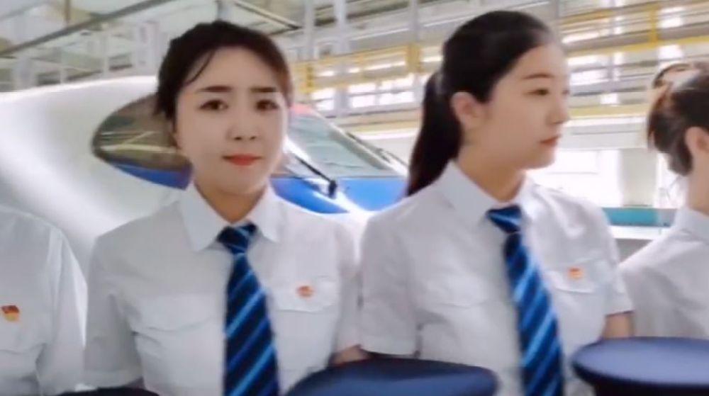 又酷又美!中国铁路动车组将迎来首批女司机! 00:00:51