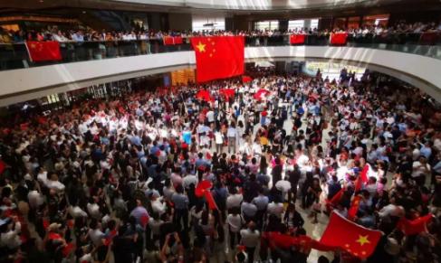 今天,香港中环这一幕燃爆了! 00:01:05