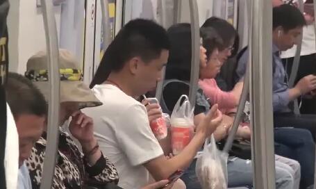 """地铁上的""""不文明"""",你最讨厌啥? TV透 2019.10.29 - 厦门电视台 00:25:05"""