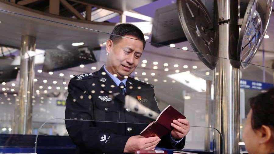 """柳永清:国门前谱写移民管理战""""疫""""之歌"""