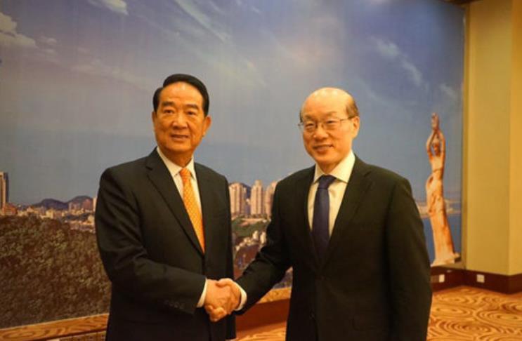 4月18日,中共中央台办、国务院台办主任刘结一(左)在珠海会见了亲民党主席宋楚瑜
