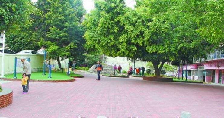 改造后,这里成了小区休闲广场,环境优美