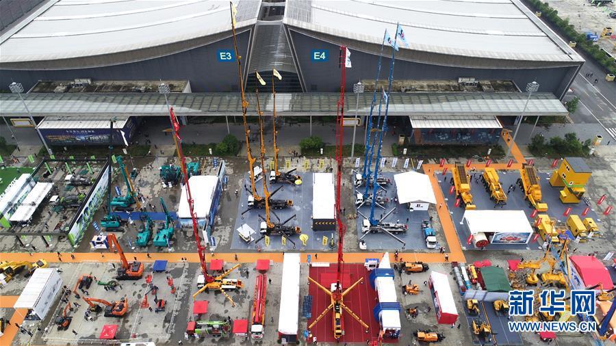 这是5月15日无人机拍摄的长沙国际工程机械展览会现场。新华社发(陈泽国摄)