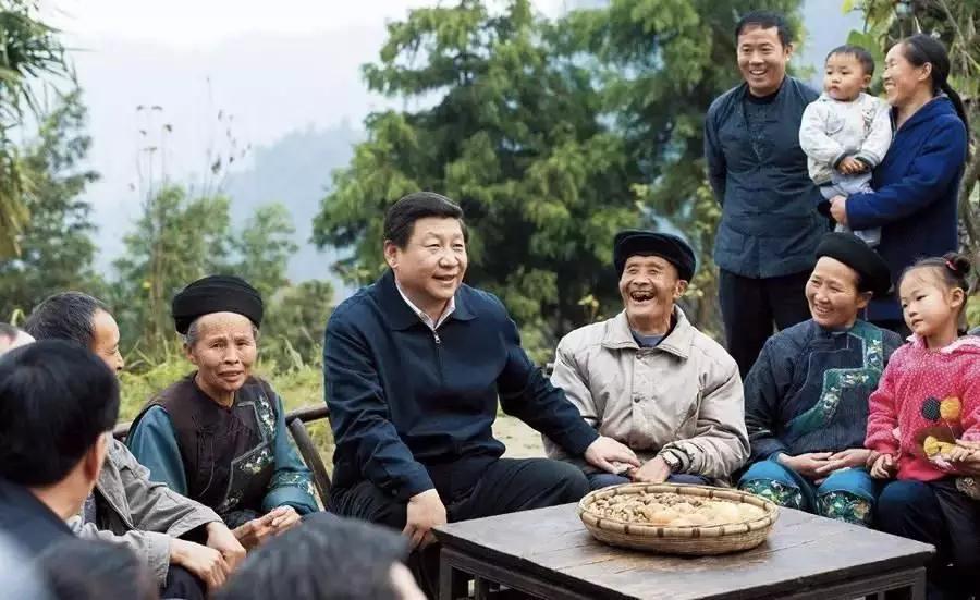 △2013年11月3日,习近平在湖南十八洞村同村干部和村民座谈,提出精准扶贫这一理念。