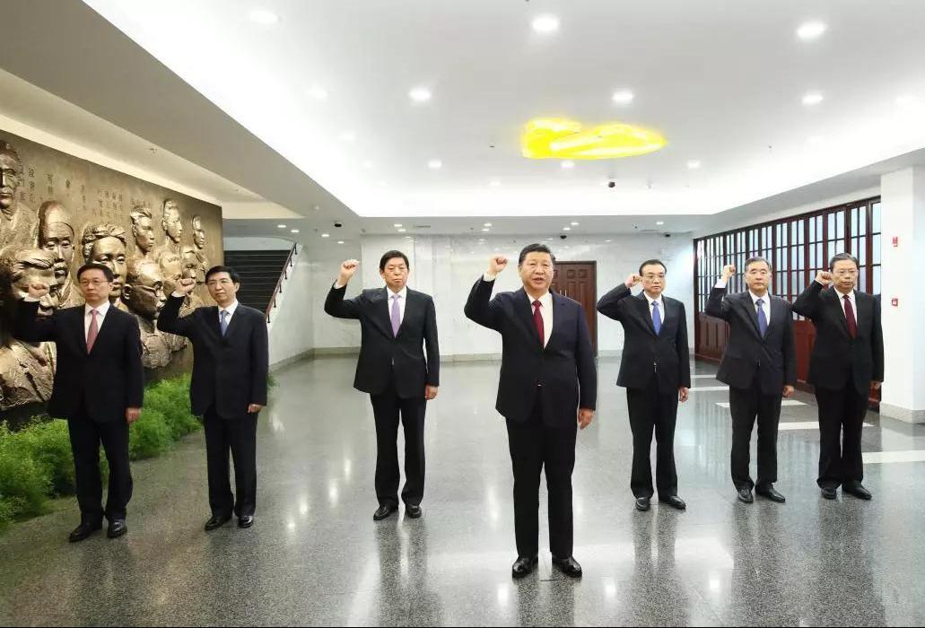 △2017年10月31日,习近平带领其他中共中央政治局常委同志一起重温入党誓词。