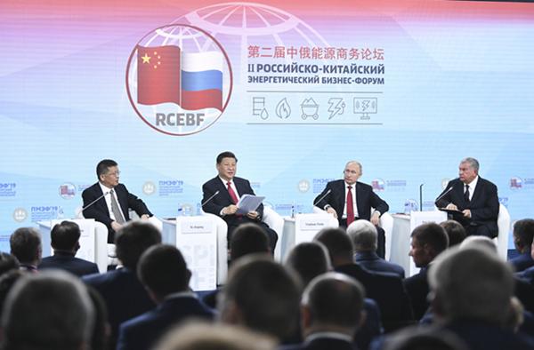 �近平和俄�_斯��y共同出席中俄能源商�照���