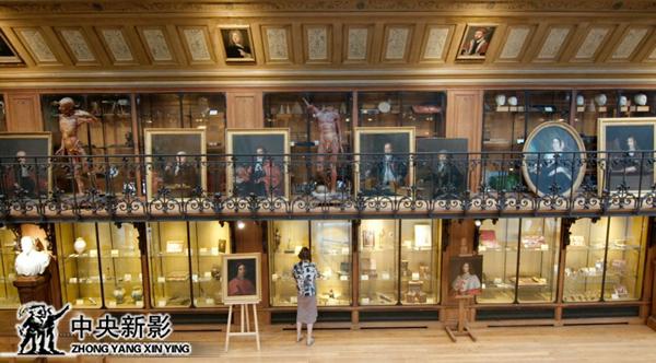 """法国巴黎医药历史博物馆拍摄最早的止血钳—""""鸦喙钳"""""""