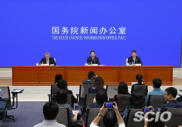 新闻宣布会主席台(刘健 摄)