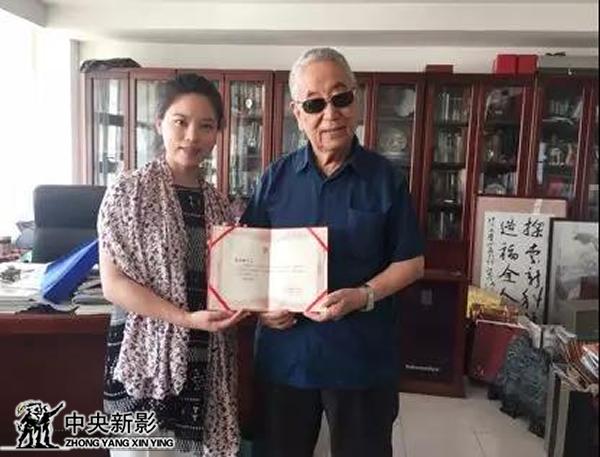 丝瓜成版人性视频app本集导演石岚与中国工程院院士郭应禄
