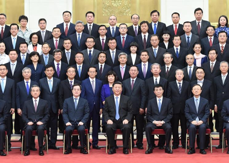 7月17日,党和国家领导人习近平、王沪宁等在北京人民大会堂会见回国参加2019年度驻外使节工作会议的全体使节。 新华社记者 张领 摄