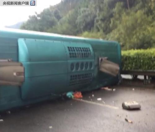 廣西賀州一大客車側翻致5死14傷 經檢測司機未酒駕