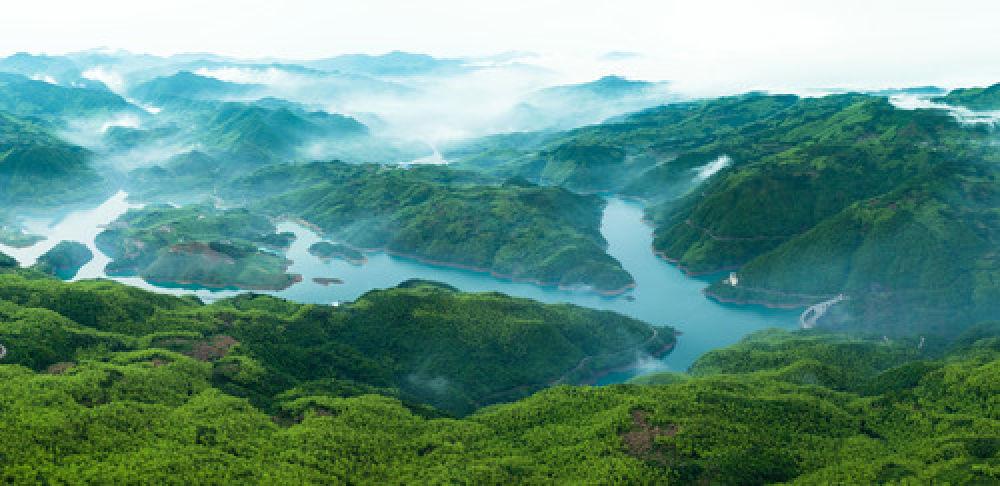 这是福建省福鼎市磻溪镇桑园水库附近的景色(2016年5月8日无人机拍摄)。(新华社记者 姜克红 摄)