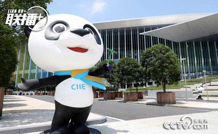 """这是在国家会展中心(上海)南广场上拍摄的进博会吉祥物""""进宝""""(2019年7月23日摄)"""