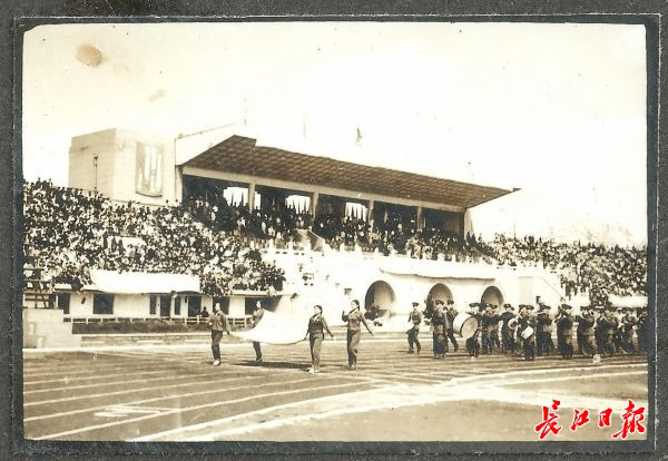 1959年5月,湖北省第三届运动会在武汉举行。新华路体育场是新中国成立后建设的湖北历史上首座大型体育场