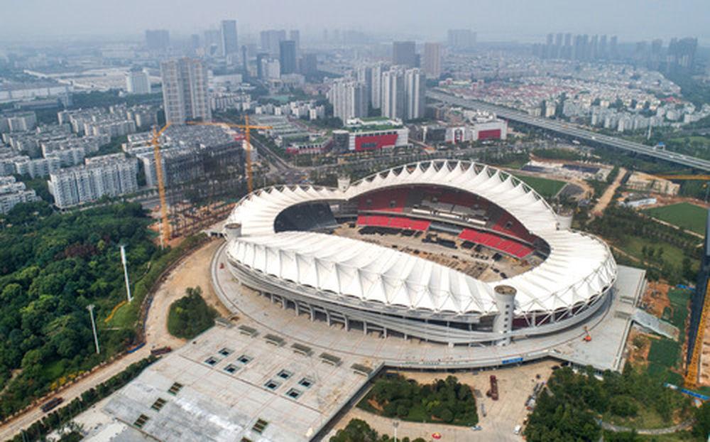 这是6月25日拍摄的军运会开闭幕式举办地武汉体育中心体育场(无人机拍摄)。新华社记者程敏摄