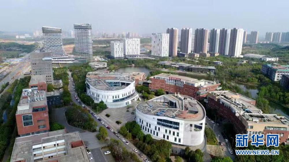 这是2018年4月2日拍摄的武汉光谷生物园区(无人机拍摄)。新华社记者 程敏 摄