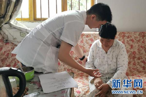 重庆黔江区:医疗扶贫到户 健康惠民暖心