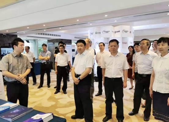 省委常委、宣传部部长梁建勇一行参观网络安全技术成果展示。王玥 摄
