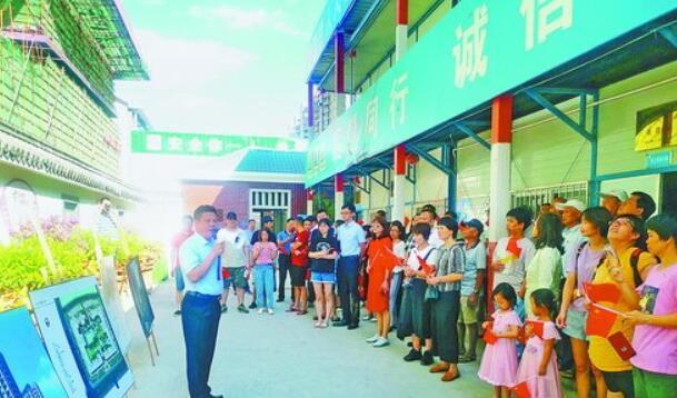 五缘湾北片区旧村整村改造指挥部在薛岭安置房建设工地开展党日活动。