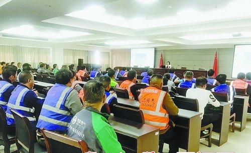 送气工参加安全培训。