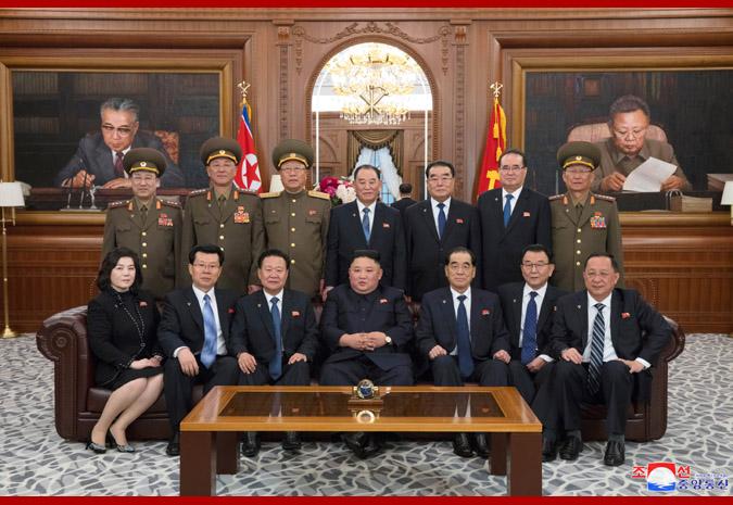 2019年4月13日朝鲜新一届国家领导班子亮相 第一排左一为崔善姬(朝中社)