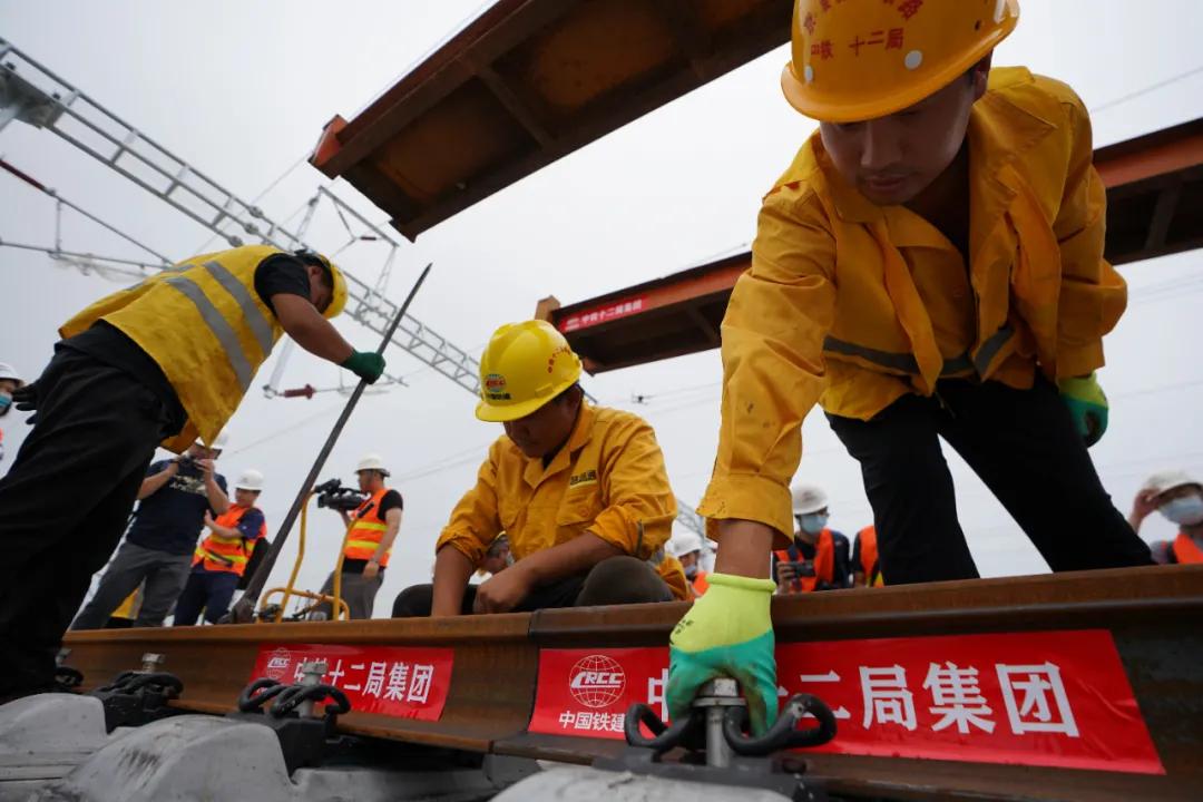 高铁新动能!京雄城际铁路全线轨道贯通意味着什么?