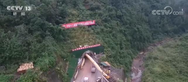 郑万高铁巫山隧道三个作业面同时贯通 巫山隧道建设取得重大进展