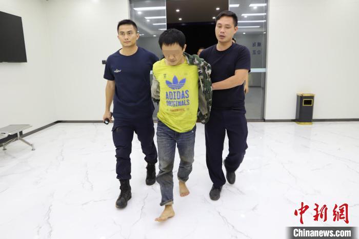 """警方悬赏100万通缉的海南文昌""""黑老大""""被抓捕归案"""