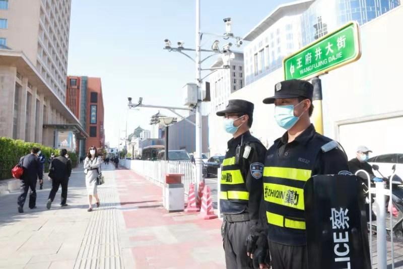 北京东城民警五一全员在岗 确保游客安全插图(1)