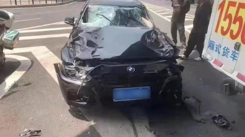 辽宁大连突发一起交通事故 造成4人死亡3人受伤插图