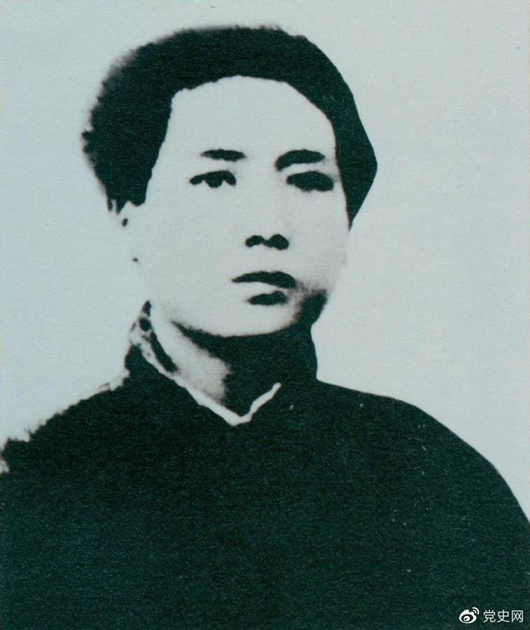1921年7月,毛泽东赴上海参加中国共产党第一次代表大会,成为党的创始人之一。