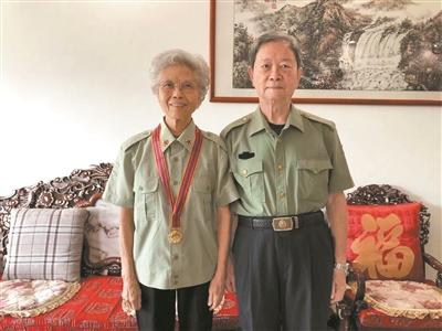 """这对""""钻石婚""""老夫妻70年前从执信、广雅投身革命"""
